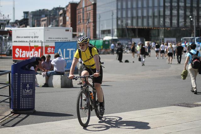 OsloCyclist-attrib. David Hall
