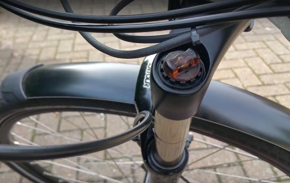 blueLABEL Charger Review - adjustable front suspension forks Suntour
