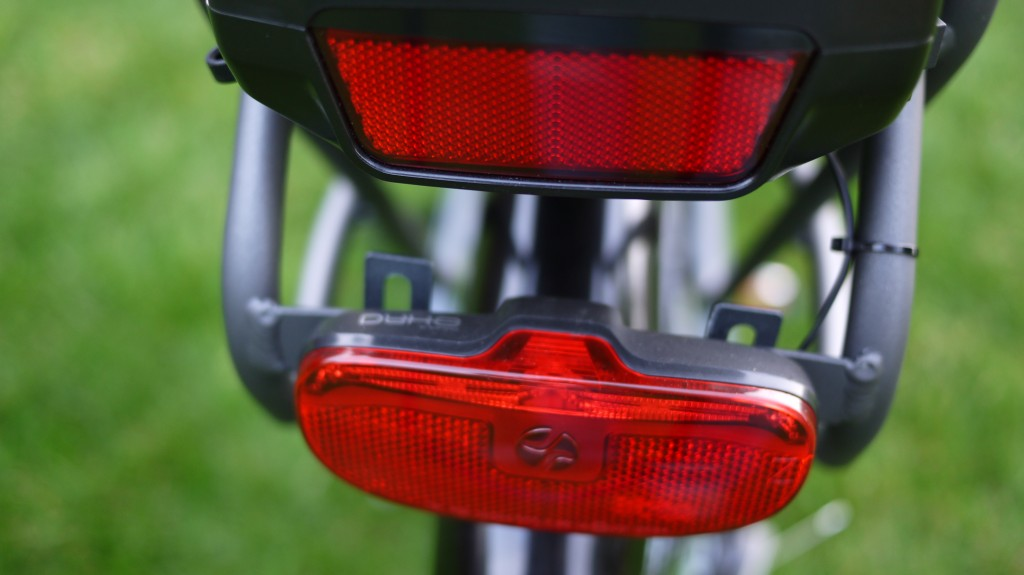 wisper 705 torque review - rear led and reflector